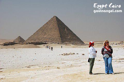 門卡拉(Menkaure)金字塔