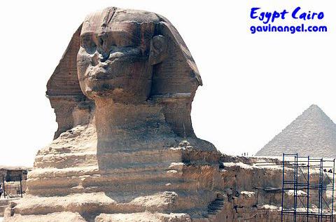 哈佛瑞(Khafre)金字塔前的人面獅身像(Sphinx)