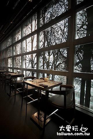 餐廳被樹木包圍