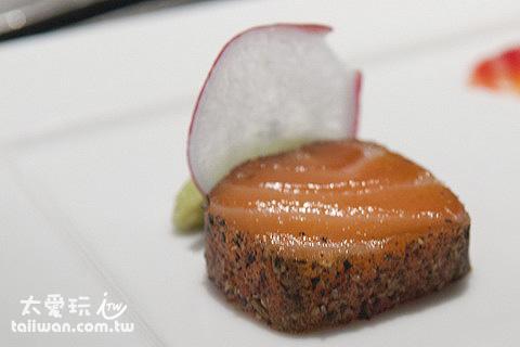 輕煎黑胡椒茴香籽鮭魚