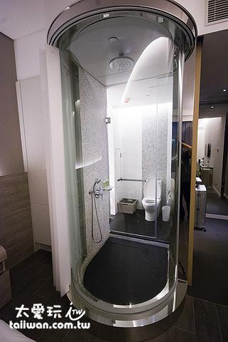 旺角薈賢居淋浴的部分是採玻璃隔間