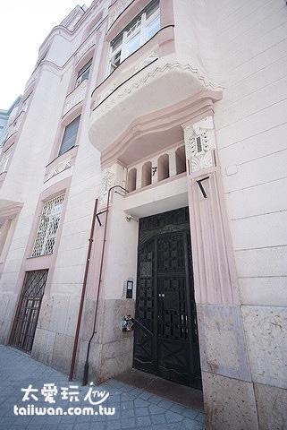 Budapest Guest Room是在一棟百年的老公寓