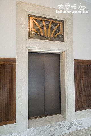 很有歷史特色的電梯