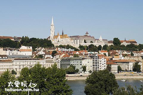 布達佩斯格雷沙姆宮四季飯店房間可看到多瑙河與城堡區