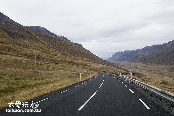 冰島租車自駕是最棒的旅遊方式