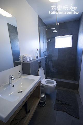 克夫拉威克卡夫住宿加早餐旅館公共浴室的部分頗有設計感