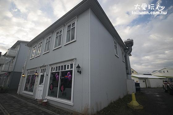 米卡薩公寓- Downtown Akureyri 的樓下是一間餐廳