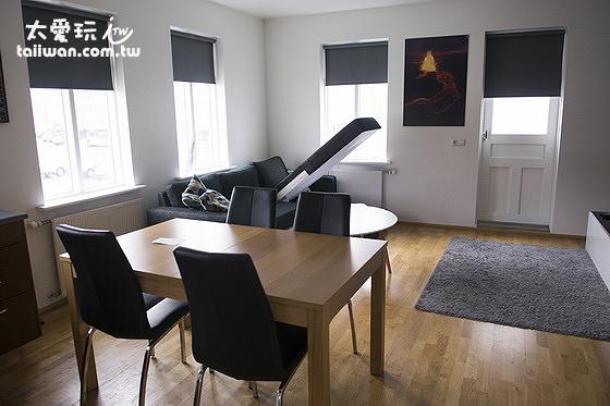 米卡薩公寓- Downtown Akureyri 客廳空間也不小