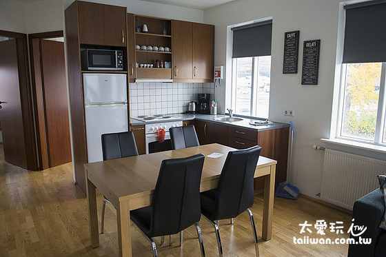 米卡薩公寓- Downtown Akureyri 餐廳與廚房