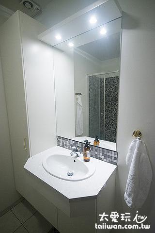 米卡薩公寓- Downtown Akureyri浴室空間比較小