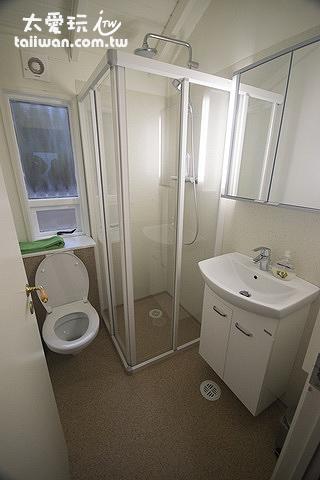 希爾瓦度假屋的浴室稍小