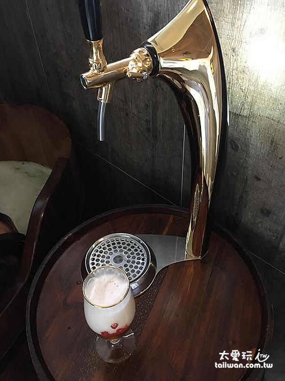 浴室內的橡木桶啤酒吧台