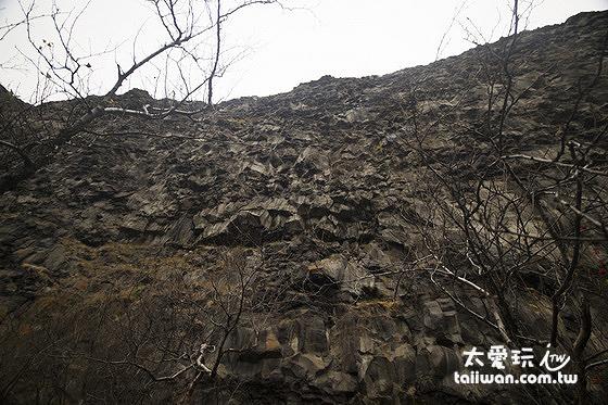峭壁最高可達100公尺