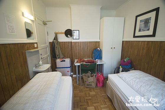 極光賓館經濟雙床房空間有點小