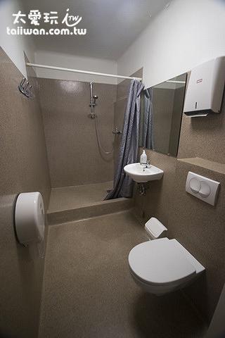 安德烈旅館公用廁所大許多