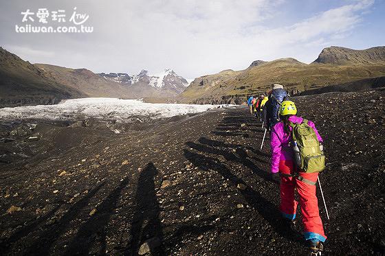冰河健行是冰島最熱門的活動