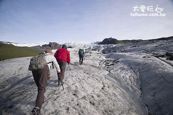 帶六、七十歲的老人家一起去冰河健行