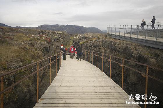 離開觀景台順著步道往下走