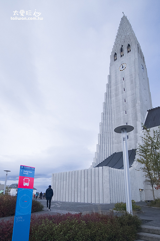 大教堂旁邊的Bus Stop 8