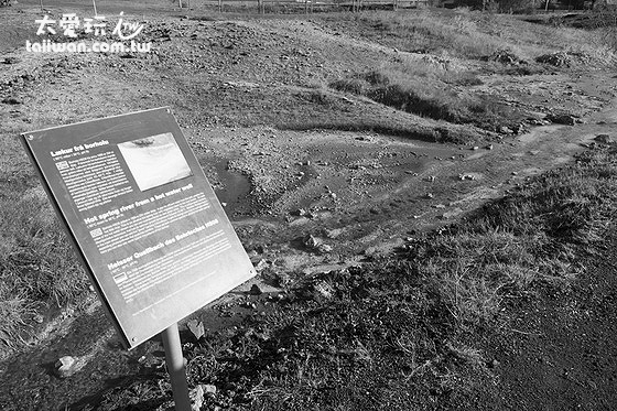 Geothermal park地熱公園的溫泉小溪