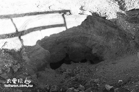 Geothermal park地熱公園的地熱地洞