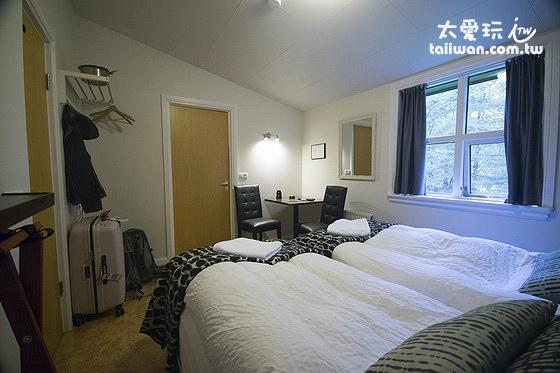 希爾達波賓館的含衛浴雙人房空間還夠用