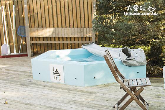 冰島人熱愛戶外熱水浴池