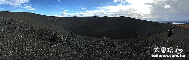 沿著火山口繞行一圈距離約3.2公里