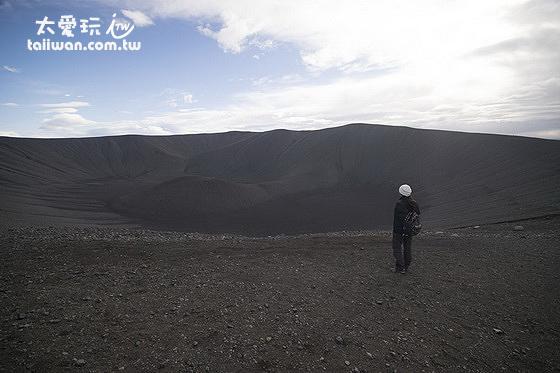 感受一下火山口的巨大