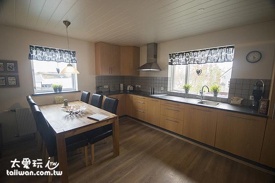 Stella Rósa apartment 廚房餐廳的空間很大
