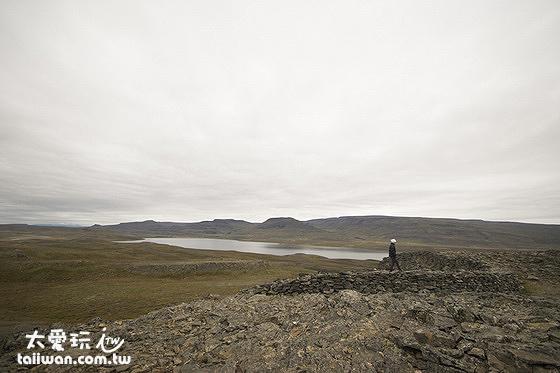 站在Borgarvirki最高點放眼望去,眼界內幅員遼闊卻又沒有人煙