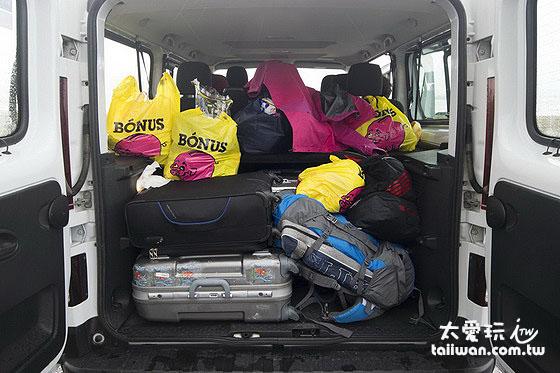 九人座廂型車行李空間也很大