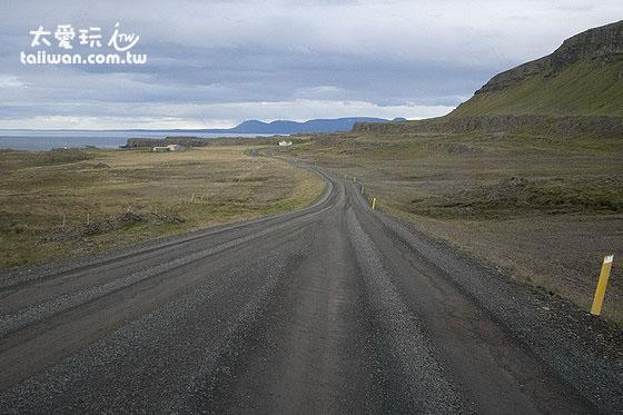冰島有許多碎石路面,二輪驅動車(2WD)都還可以應付