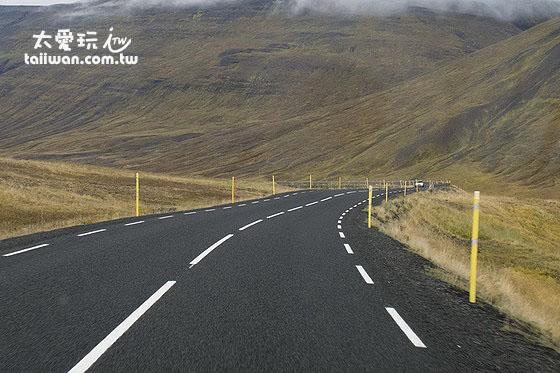 冰岛公路的路肩很多都非常狭窄
