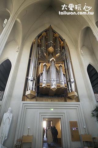 高15公尺、重25噸的管風琴