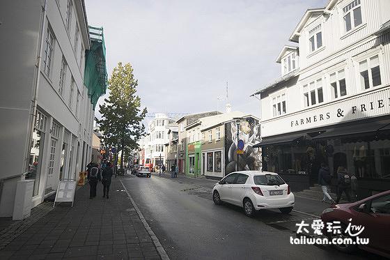 雷克雅維克Laugavegur大街上有餐廳、紀念品店、超市、電信公司、各種商店