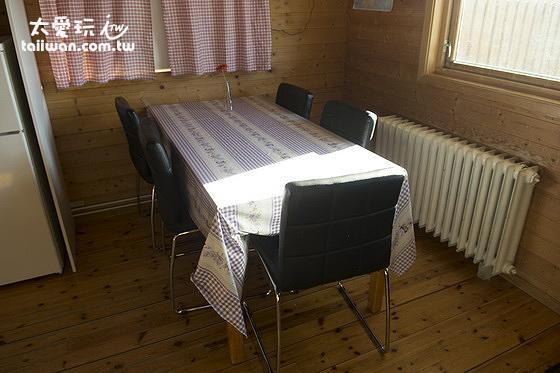 小木屋的餐桌