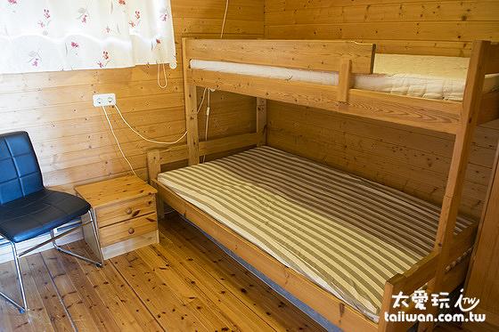 小木屋的三人房