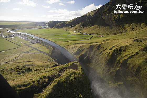 Skogafoss彩虹瀑布由上往下看