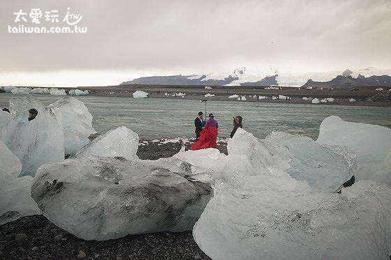 冰河湖的紅衣女郎