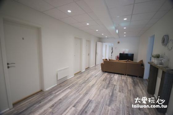維德哈菲德旅館白色基調的空間非常舒適