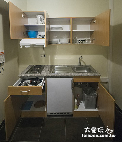 雙人豪華公寓小廚房設備齊全