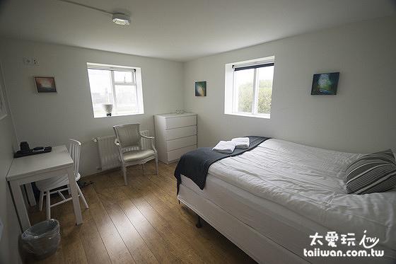 雙人房空間大約11平方公尺(3.3坪)