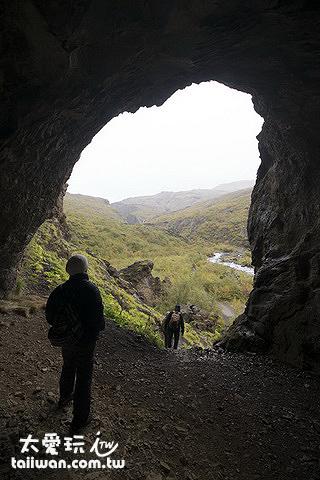 由停車場開始走到洞穴前大約1.7公里半個多小時