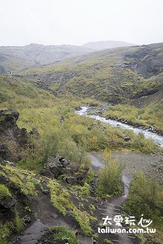 接下來就要往下走進入河谷
