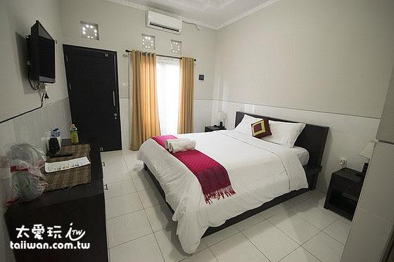 簡單明亮的Wana Kubu民宿房間