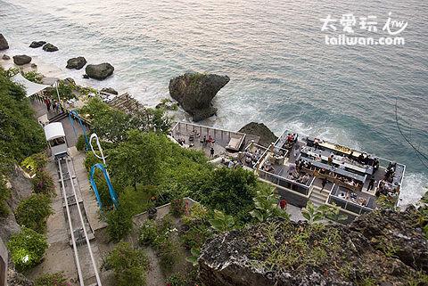 阿雅娜度假酒店 Ayana Resort and Spa的岩石酒吧( The Rock Bar )