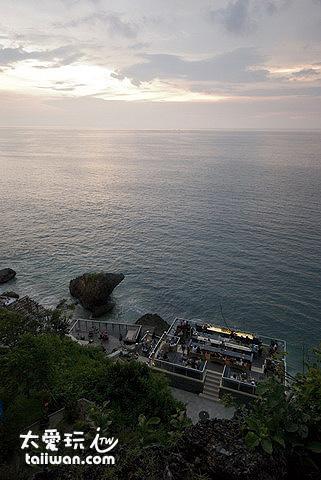 岩石酒吧看夕陽