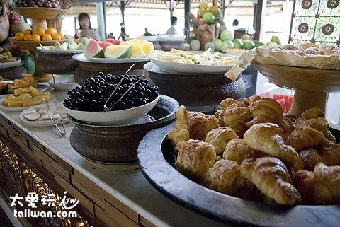 阿雅娜度假酒店Padi Restaurant豐盛的早餐