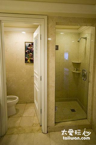 俱樂部套房浴室